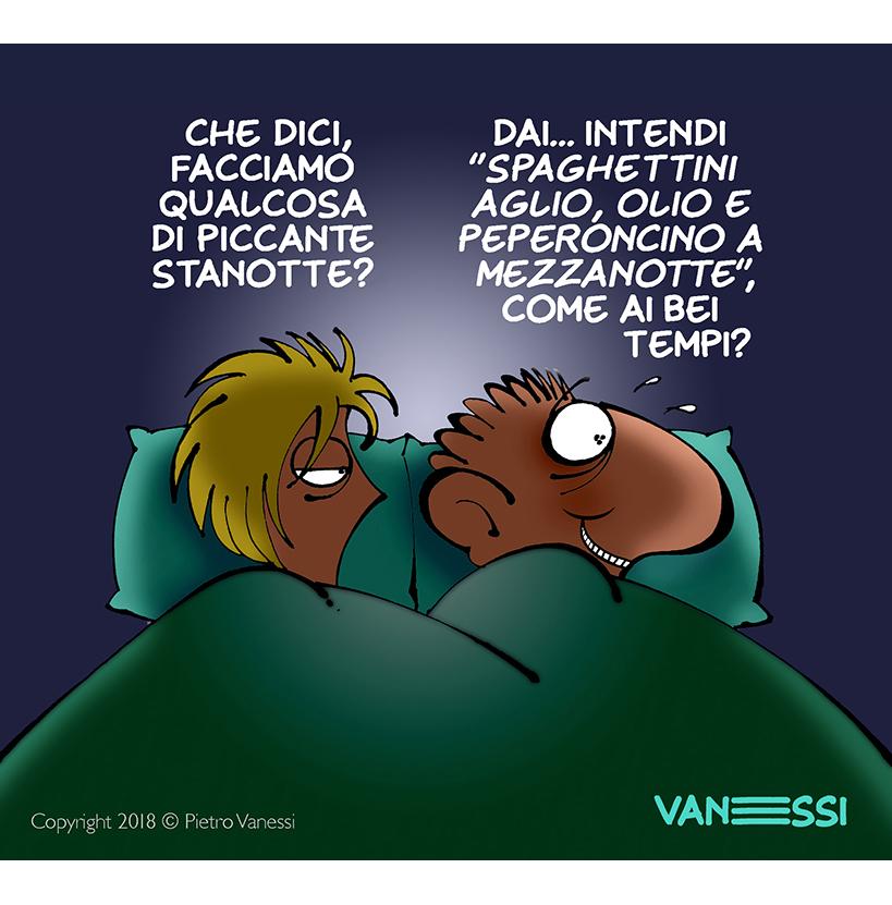 vignetta di Vanessi la solita coppia a letto, lei: che dici facciamo qualcosa di piccante stanotte? Lui: spaghetti aglio oglio come ai bei tempi?